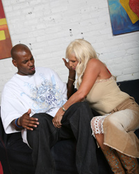 Tia Gunn and Angel Cakes Sucking Big Black Dick